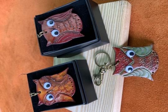達瑪拉散皮革工藝坊-平面皮革文創貓頭鷹吊飾