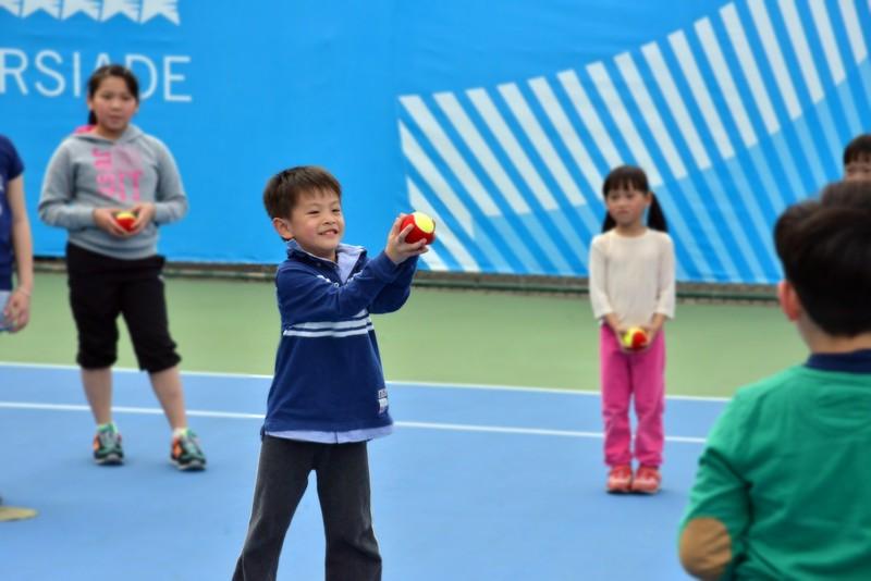 孩子們為什麼打網球?