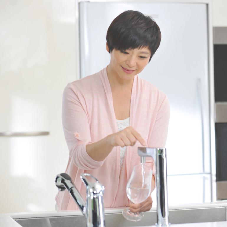 岑永康 張珮珊 居家氣泡水機開箱推薦
